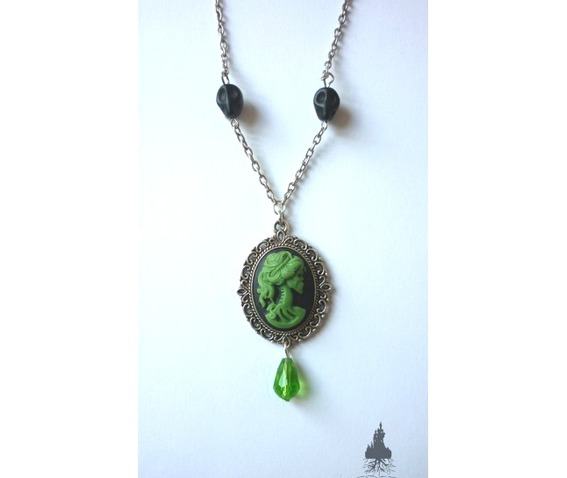 dead_lady_necklace_green_on_black_color_skull_skeleton_halloween_necklaces_3.jpg