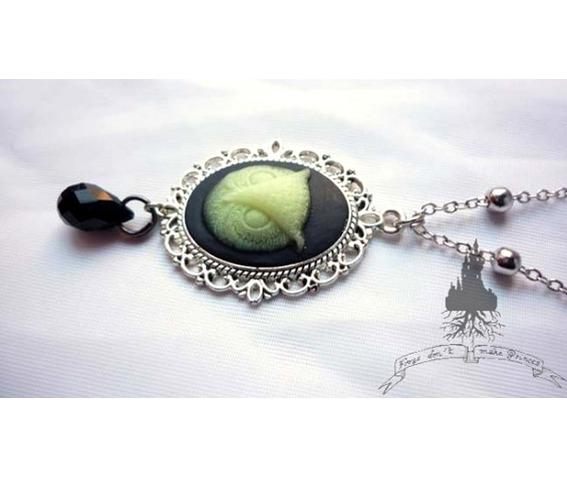 tyto_alba_owl_necklace_glow_dark_elvish_gothic_wicca_pagan_glow_in_the_dark_necklaces_4.jpg