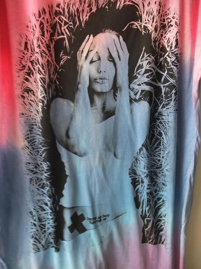 angelina_jolie_pop_rock_fashion_tie_dye_color_dress_dresses_5.jpg