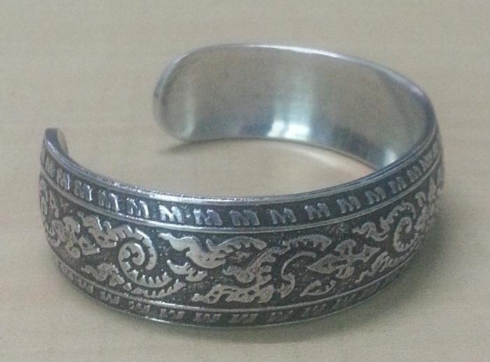 bangle_cuff_bracelet_women_stainless_steel_antique_thai_design_pattern_emboss_silver_color_2_bracelets_5.jpg