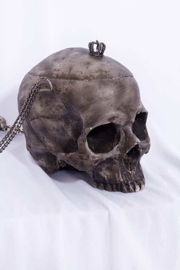 red_queen_skull_trinket_stash_purses_and_handbags_6.jpg
