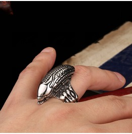 Alien Avp Finger Ring