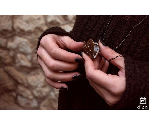 selinda_necklace_pendants_2.jpg