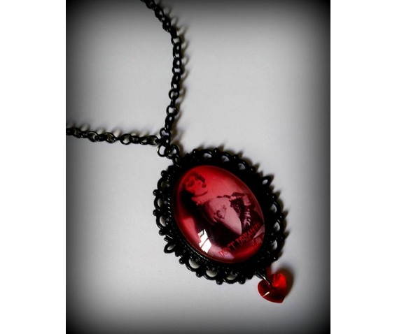 rocky_horror_cameo_necklace_curiology_necklaces_2.jpg