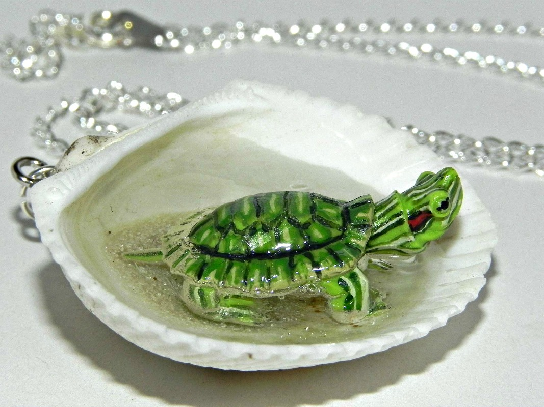 tiny_turtle_jacuzzi_seashell_necklace_necklaces_11.jpg