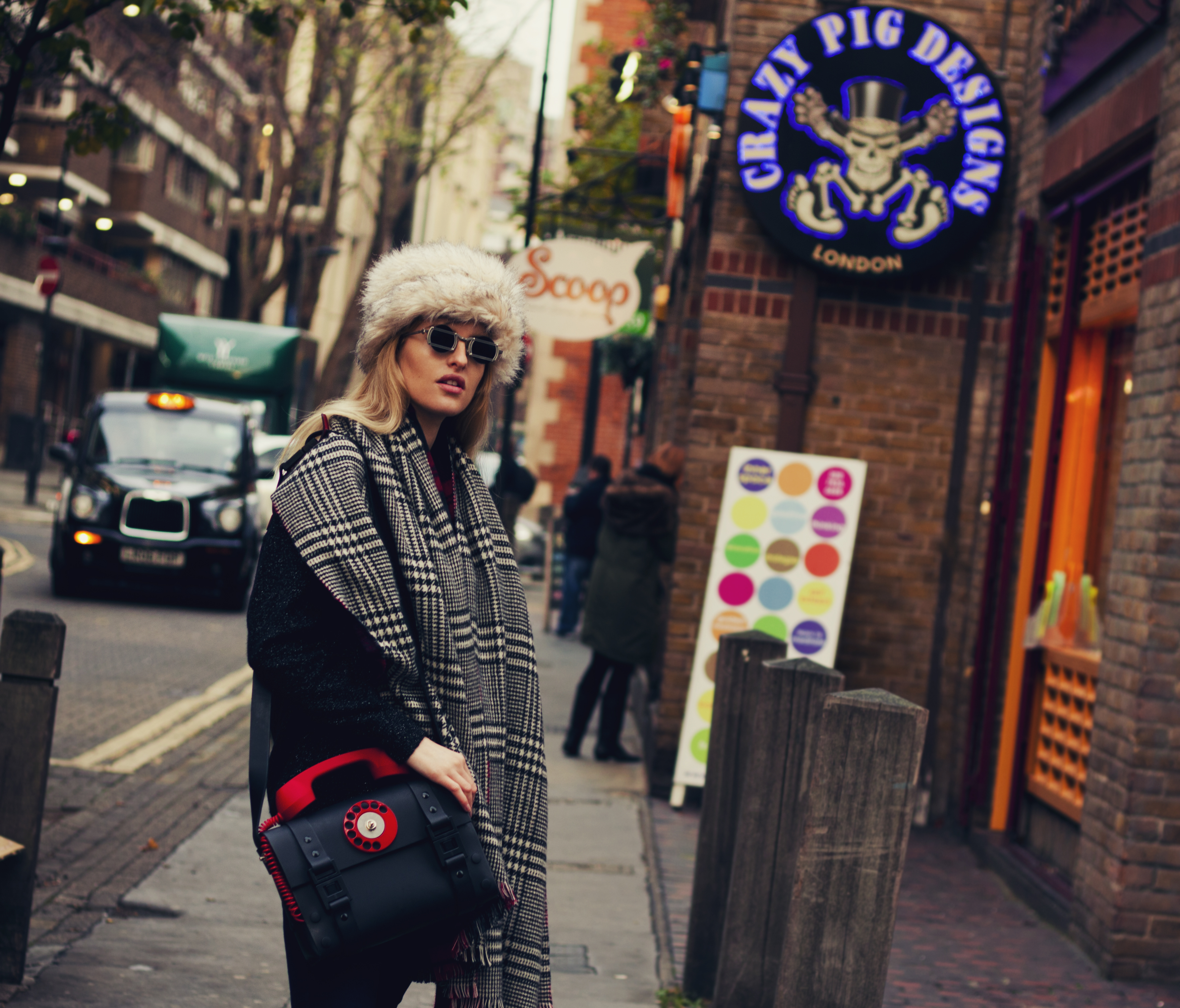 black_red_handle_leather_shoulder_telephone_bag_purses_and_handbags_2.jpg