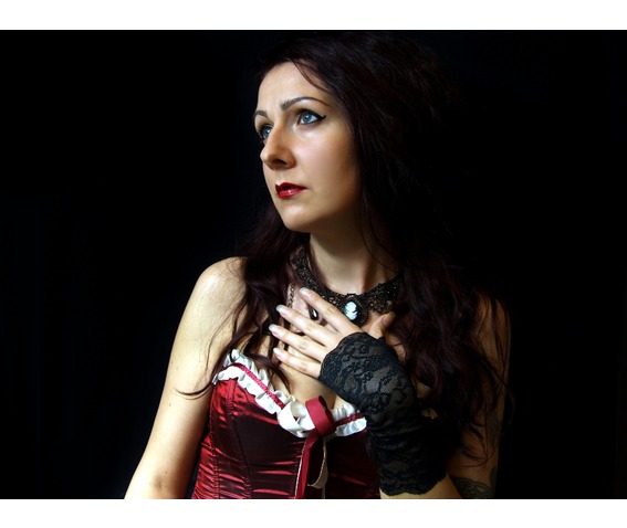 pair_short_gothic_gloves_black_lace_vampire_victorian_burlesque_wedding_gloves_3.JPG