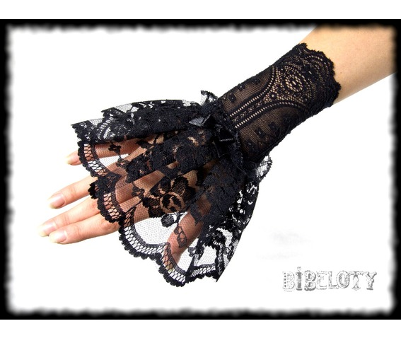 pair_gothic_gloves_black_lace_vampire_victorian_burlesque_wedding_lolita_gloves_4.JPG