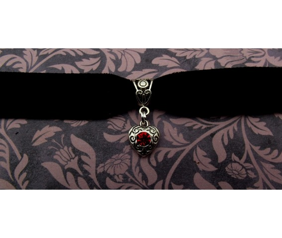 gothic_steampunk_black_velvet_choker_with_silver_heart_pendant_necklaces_3.jpg