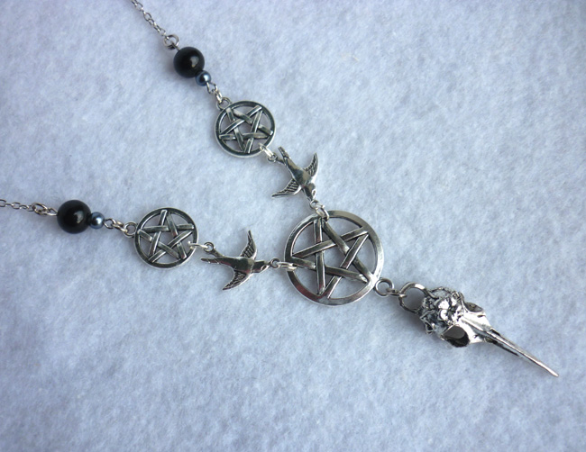 in_pulverem_reverteris_necklace_esoteric_occult_crow_pentacle_raven_evil_necklaces_5.JPG