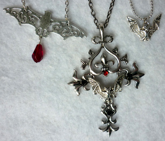 erzebeth_bathory_multi_strands_long_necklace_bat_gothic_cross_vampire_necklaces_6.JPG