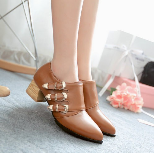 triple_buckle_straps_chunky_wood_heel_boots_boots_4.PNG