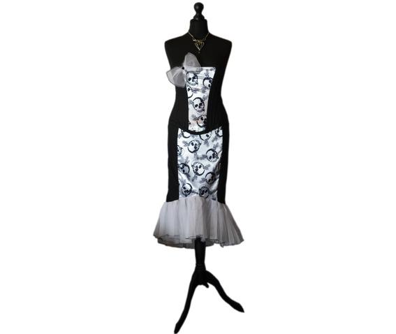 sunning_starlet_spooky_vampire_pin_vintage_style_goth_corset_dress_dresses_2.jpg