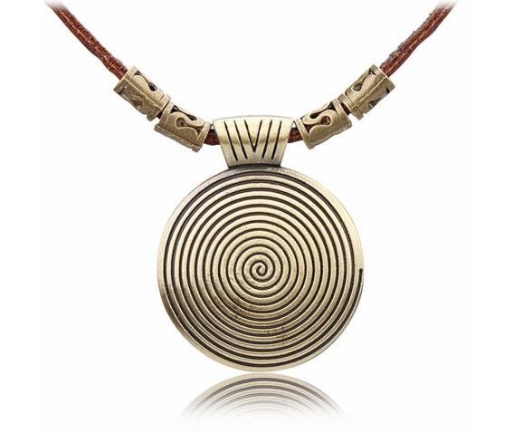 vintage_circular_pattern_pendant_necklace_necklaces_4.PNG