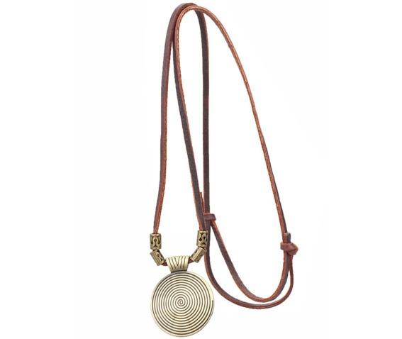 vintage_circular_pattern_pendant_necklace_necklaces_2.PNG