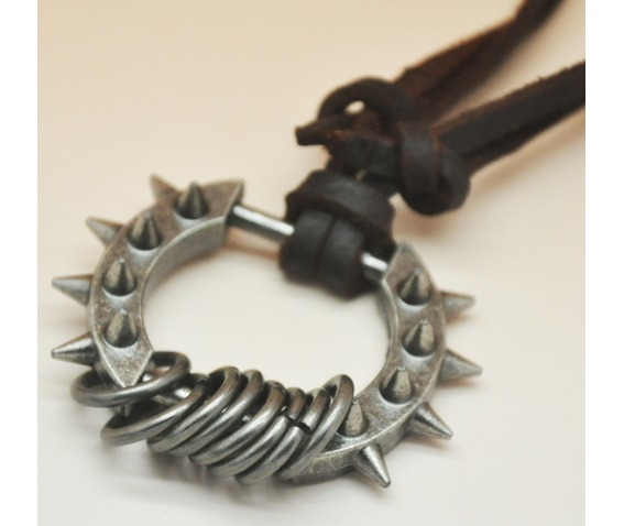 vintage_spike_rings_pendant_necklace_necklaces_2.PNG