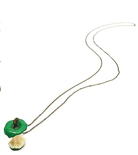 brill_green_apple_core_necklace_pendants_2.jpg