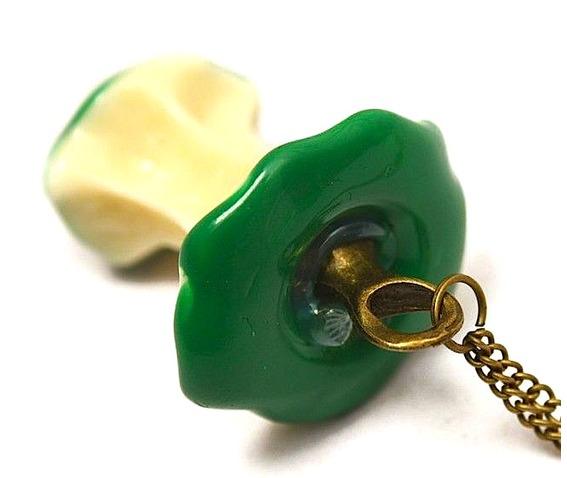 brill_green_apple_core_necklace_pendants_3.jpg