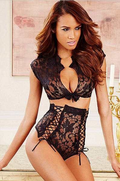 sexy_crocheted_lace_floral_two_piece_lingerie_set_bustiers_and_corsets_4.PNG