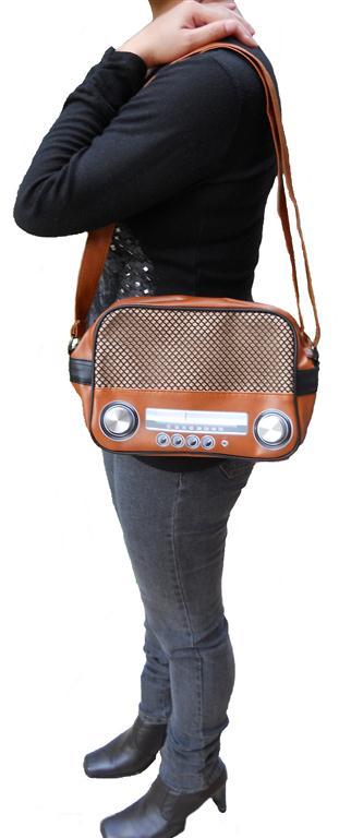 rockit_radio_shoulder_handbag_retro_vintage_geaser_purses_and_handbags_2.jpg