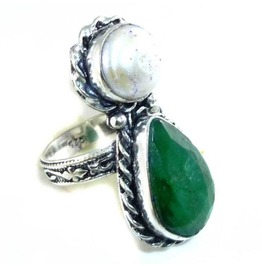 Enchanting Teardrop Emerald, Pearl & 925 Silver Ring