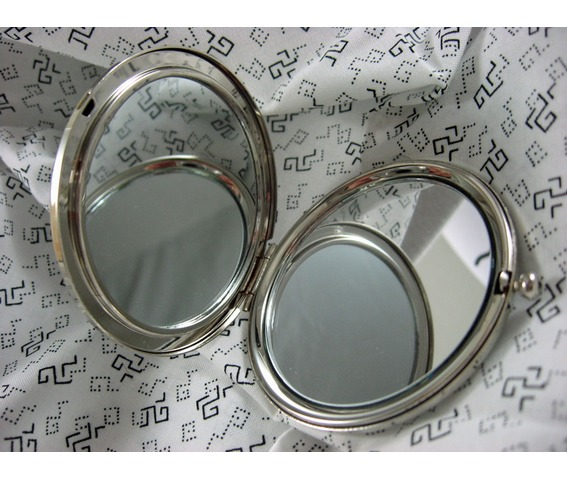 compact_mirror_siamese_twins_skeltons_protective_pouch_included_makeup_4.jpg