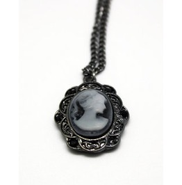Alloy Cameo Necklace