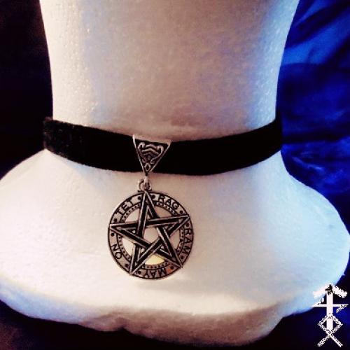 pentagram_choker_necklaces_2.jpg