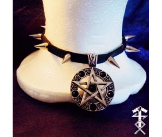 spiked_pentagram_choker_necklaces_2.jpg