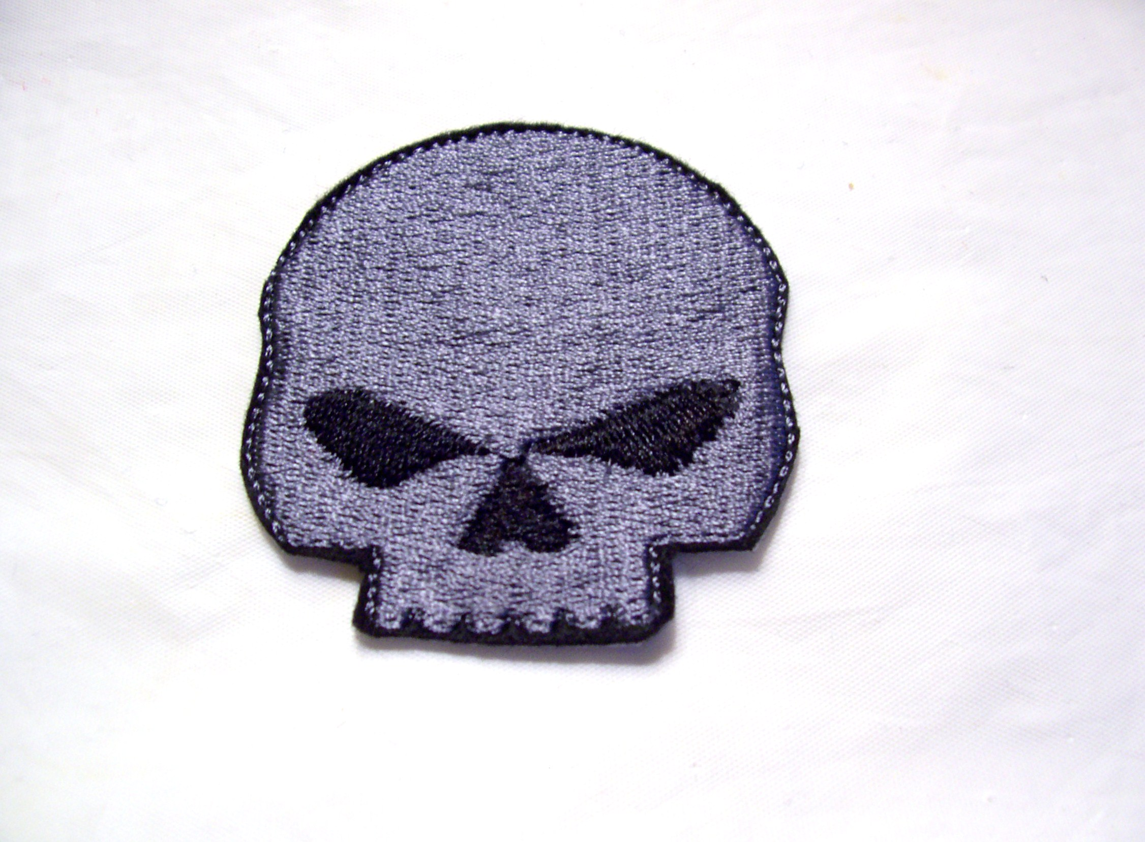 embroidered_pewter_grey_skull_patch_badge_sew_iron_on__patches_3.jpg