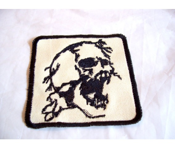 embroidered_angry_skull_patch_badge_sew_iron_on_patches_2.jpg