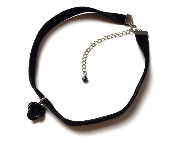 metal_black_rose_velvet_choker_necklaces_4.jpg