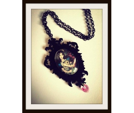 alice_madness_returns_necklace_curiology_necklaces_2.jpg