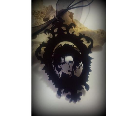 edward_scissorhands_necklace_curiology__necklaces_2.jpg