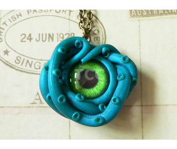 cthulhu_eye_necklace_with_24ct_gold_flecks_nk094_necklaces_2.jpg