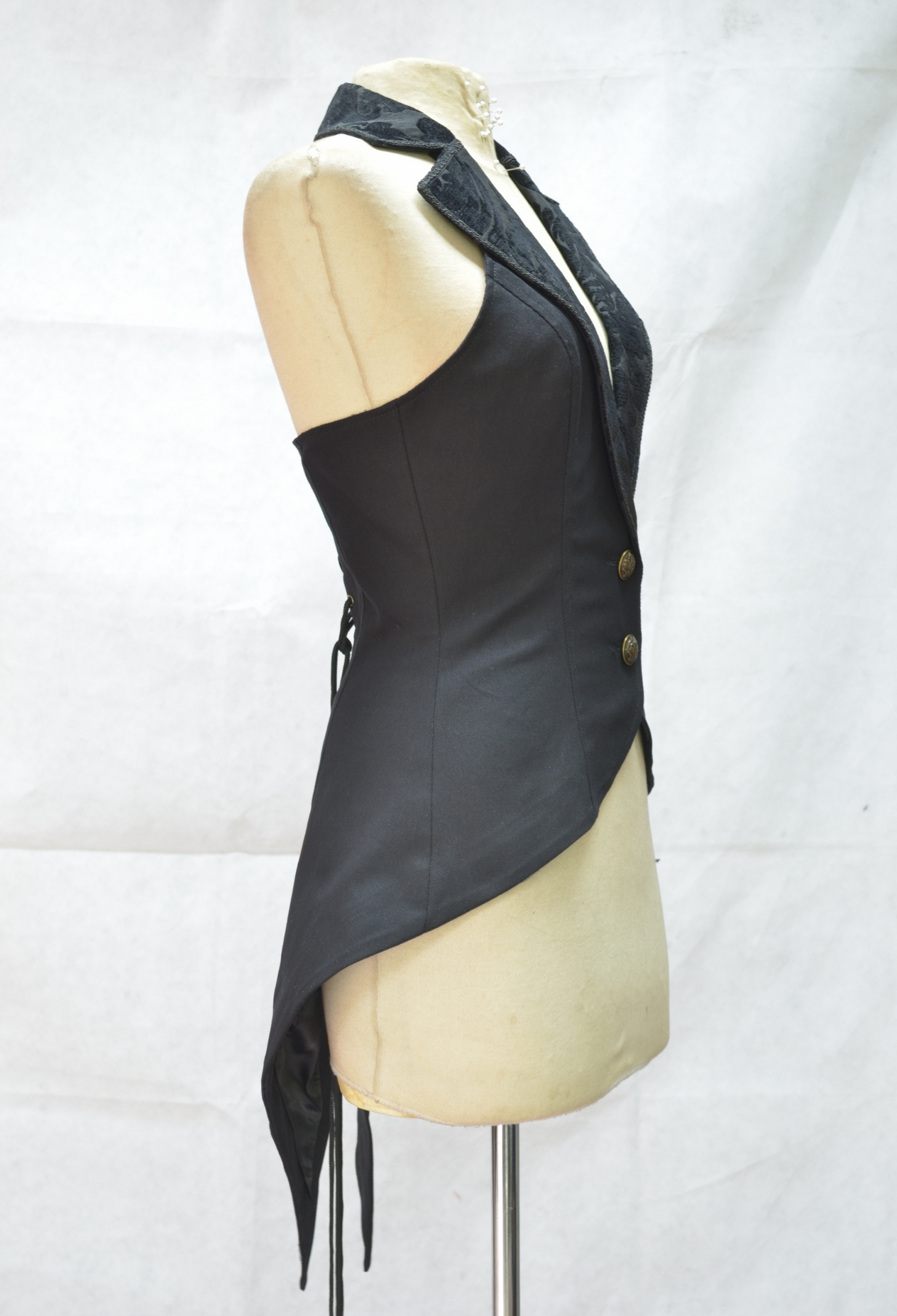 black_tailcoat_style_gothic_waistcoat_for_women_vests_4.jpg