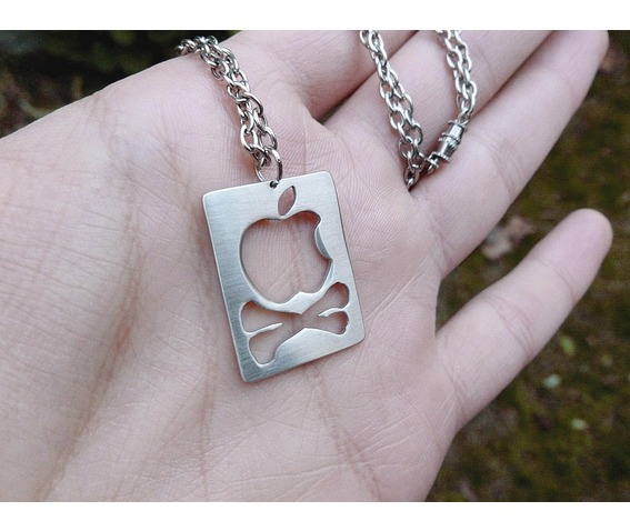 apple_logo_and_crossbones_pendant_necklace_necklaces_2.jpg