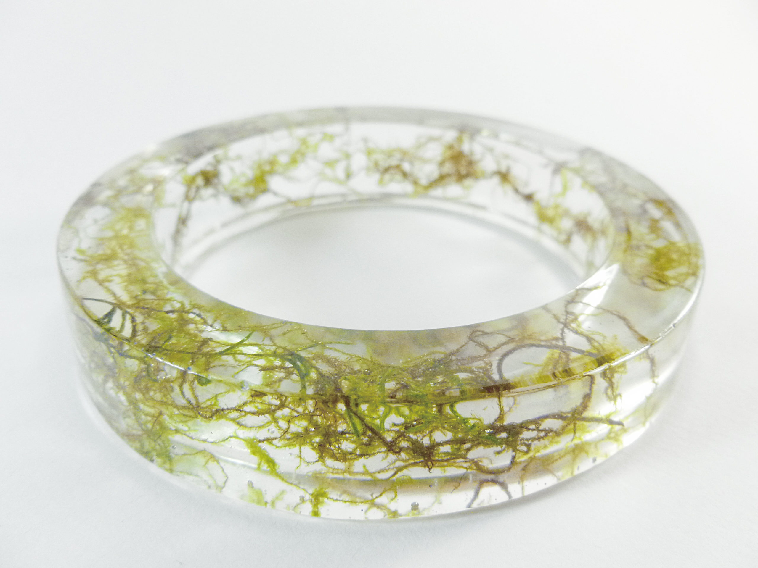 resin_bangle_filled_with_natural_moss_necklaces_4.jpg