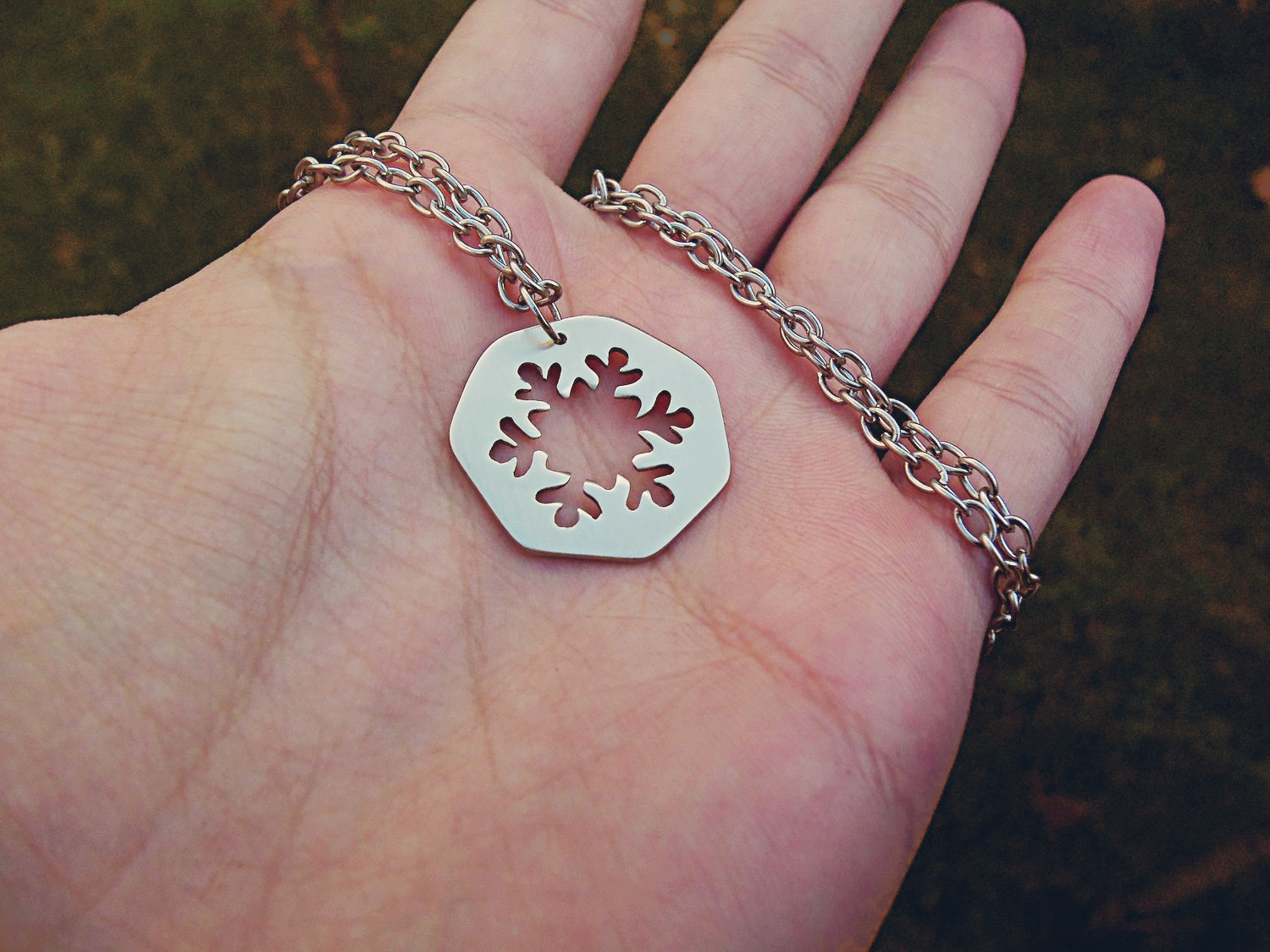 snowflake_pendant_necklace_necklaces_5.jpg