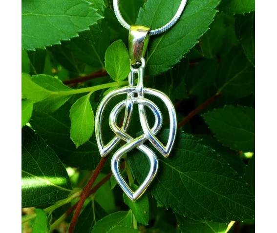 celtic_leaf_necklace_celtic_knot_celtic_jewelry_silver_jewelry_necklaces_2.jpg