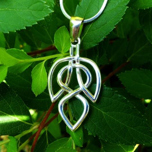 celtic_leaf_necklace_celtic_knot_celtic_jewelry_silver_jewelry_necklaces_2.jpg