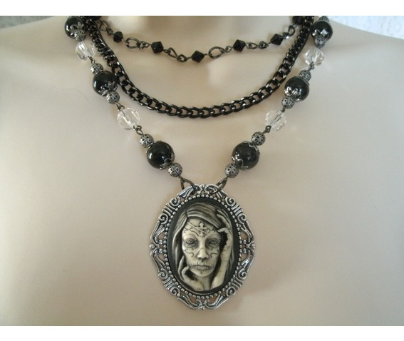 gothic_woman_necklace_goth_steampunk_halloween_necklaces_6.jpg