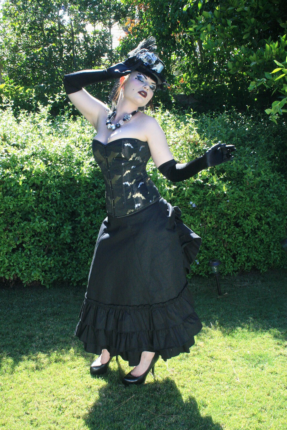 bat_corset_by_hilarys_vanity_bustiers_and_corsets_6.jpg