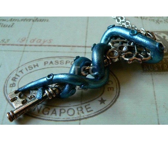 tentacle_and_key_necklace_nk123_necklaces_4.jpg