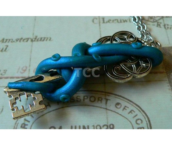 tentacle_and_key_necklace_nk125_necklaces_4.jpg