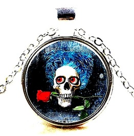 Striking Silver Metal Chain With Skull Head With Red Rose Design Pendant