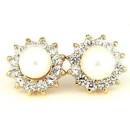1f6153358 Pretty Vintage Gold Metal With Pearls And Diamantes Stud Earrings