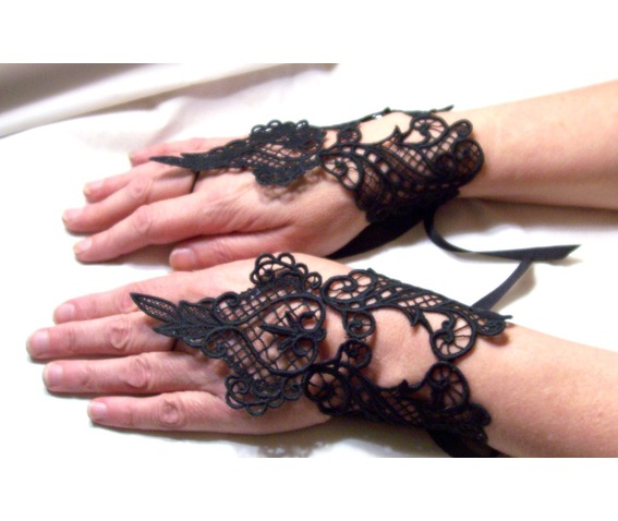 handmade_goth_elegant_black_lace_fingerless_gauntlets_gloves_black_lace_gloves_6.jpg