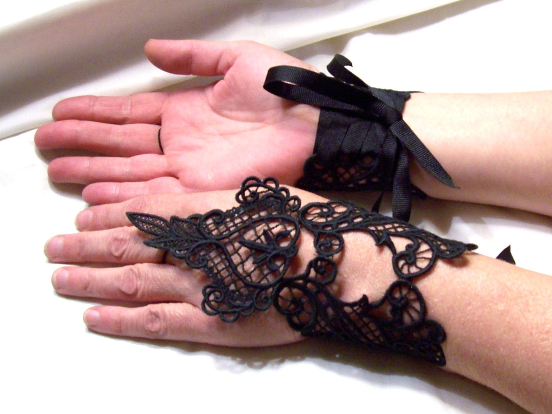 handmade_goth_elegant_black_lace_fingerless_gauntlets_gloves_black_lace_gloves_6.jpg