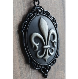 Fleur De Lys Black Cameo Necklace Ornate Victorian Setting